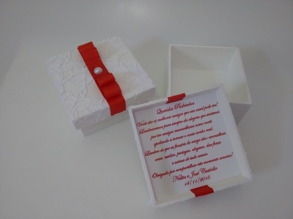 Caixa para padrinhos de casamento branco e vermelho com renda